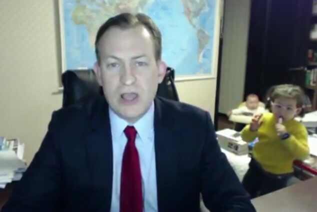 Crianças invadem entrevista BBC