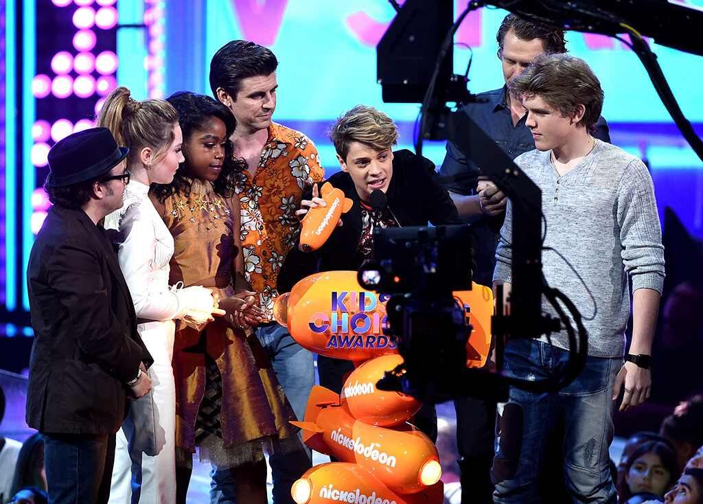 Weeknd Wins Kid S Choice Awards
