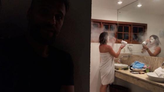 Bruno Gagliasso coloca farinha no secador de Giovanna Ewbank e filma pegadinha