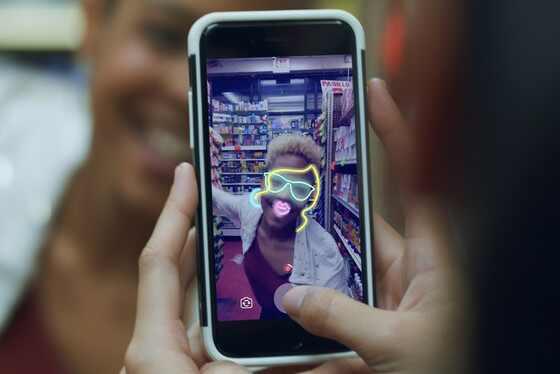 Facebook ganha posts que somem em 24 horas e câmera com efeitos