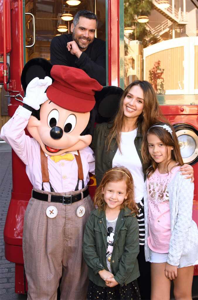 Kevin James U0026 Kannon Valentine From Stars At Disneyland U0026 Disney .
