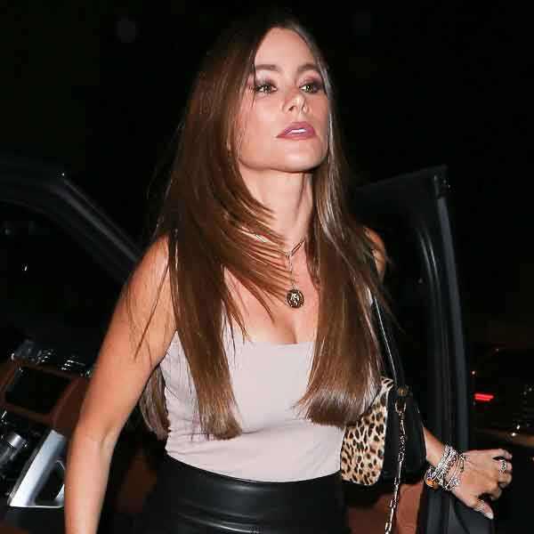 Sofia Vergara criticada por posar com aves com as patas presas