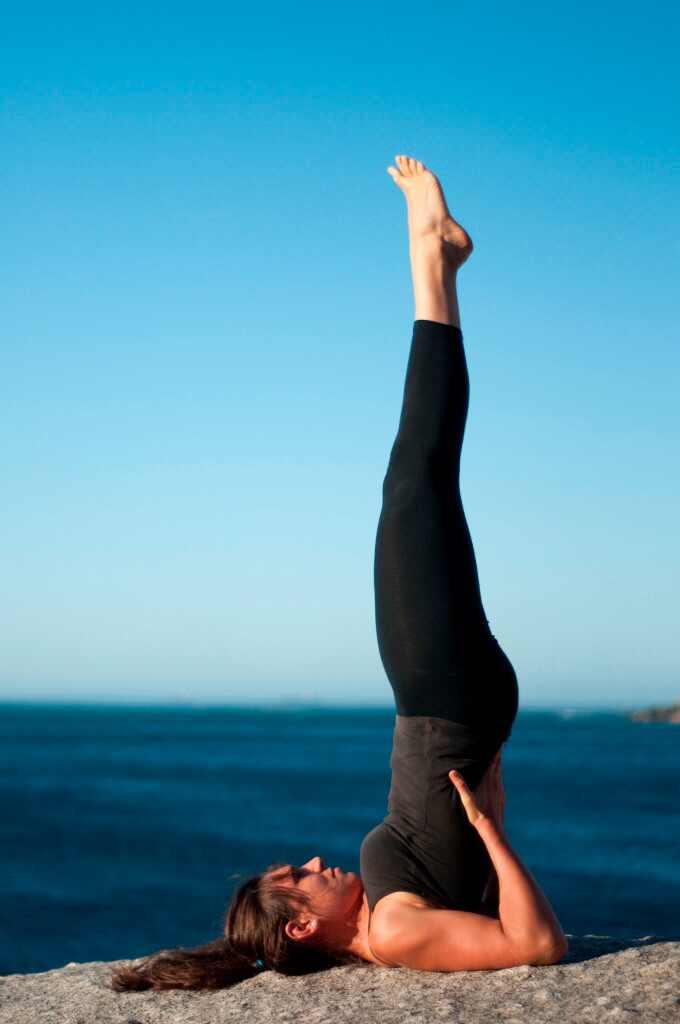 ¡Prueba estas 5 poses de yoga para tener un trasero firme!