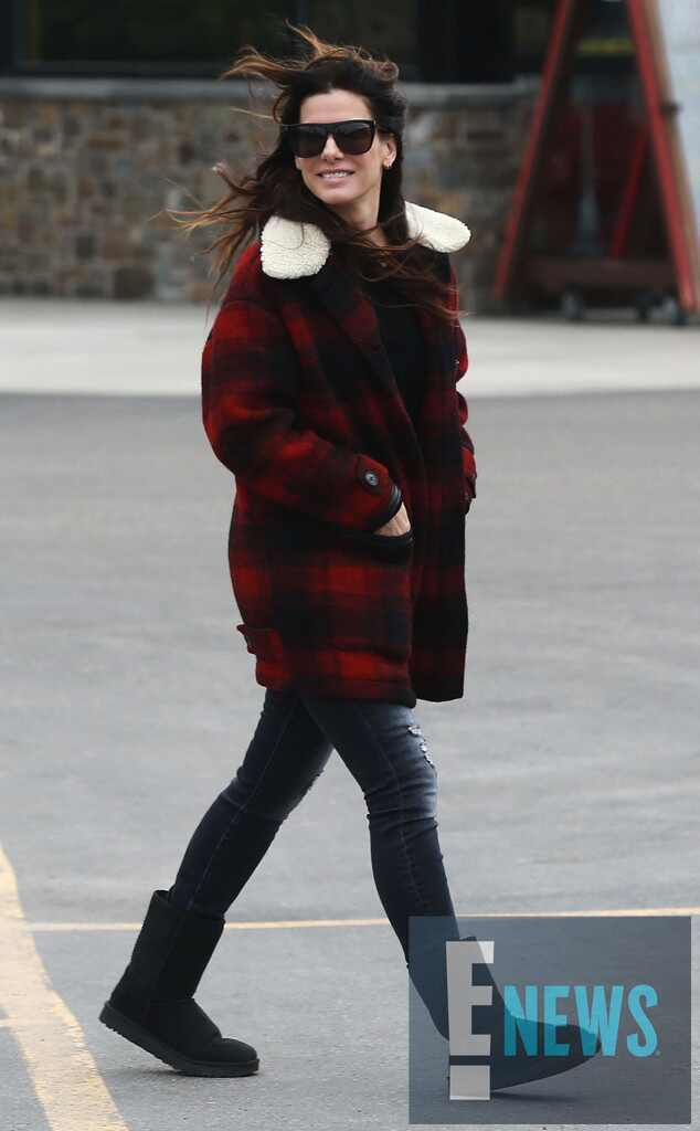 Sandra Bullock And Bryan Randall Step Out Arm In Arm During Family Vacation In Wyoming E News