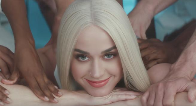 Katy Perry es una delicia bastante extra&ntilde;a en el video de <em>Bon App&eacute;tit</em> &iexcl;M&iacute;ralo!