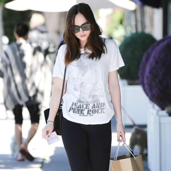 ESC: Dakota Johnson, Shopping