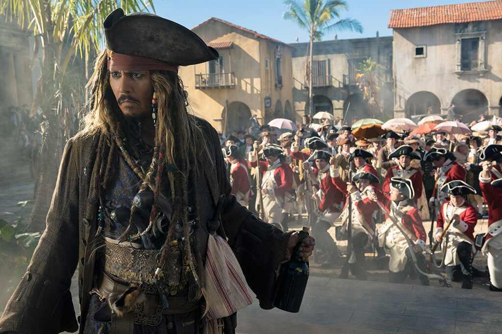 Johnny Depp visita hospital de niños disfrazado de Jack Sparrow