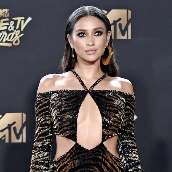 Shay Mitchell, 2017 MTV Movie And TV Awards