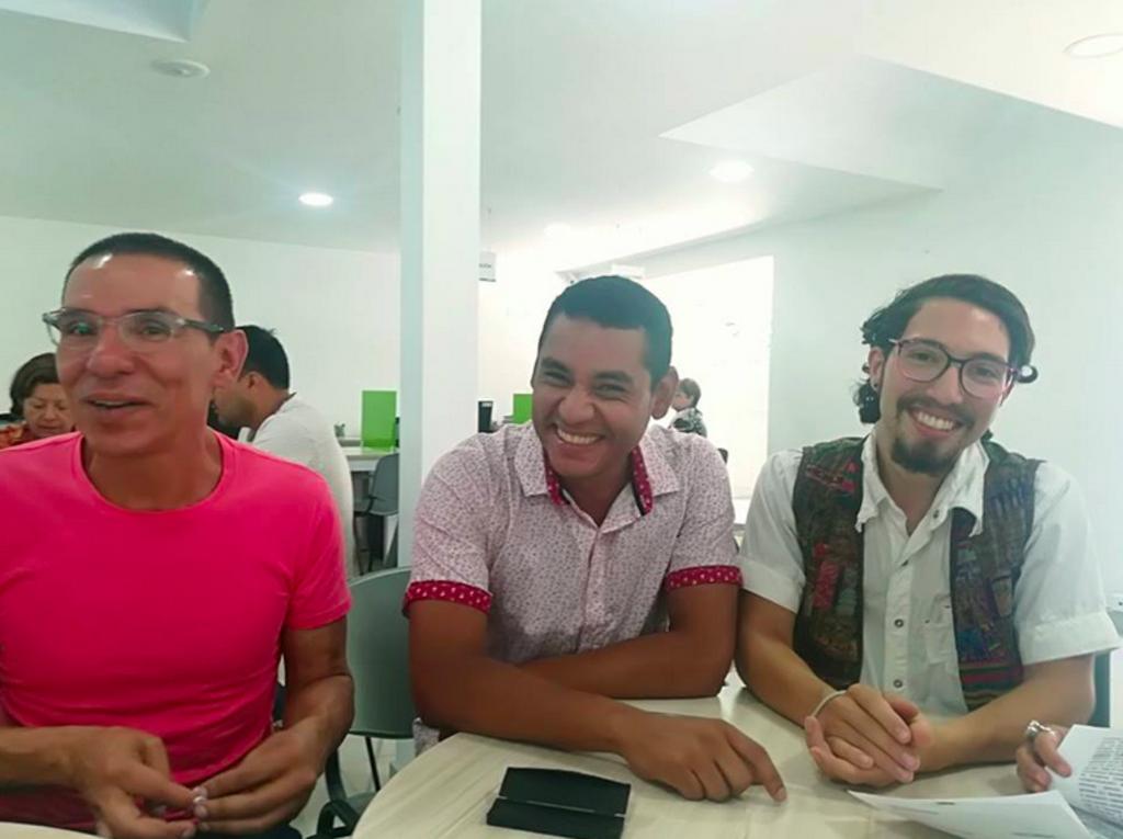 Estos tres hombres se casaron en Colombia y se convirtieron en la primer trieja de ese país