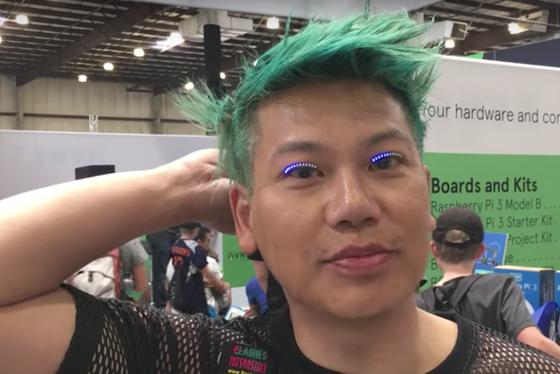 Designer cria cílios postiços de LED