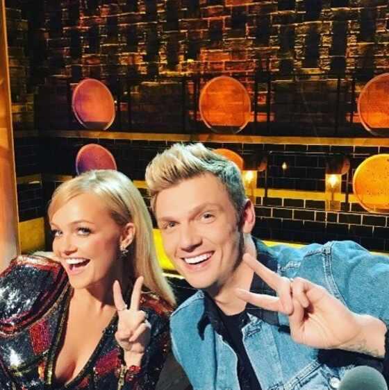 Emma Bunton. Foto do site da E! Online que mostra Nick Carter e Emma Bunton fazem reunião de Spice Girls e Backstreet Boys