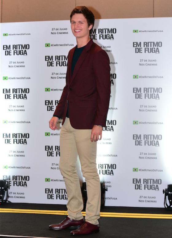 Ansel Elgort agradece fãs brasileiros e conta detalhes do filme Em Ritmo de Fuga
