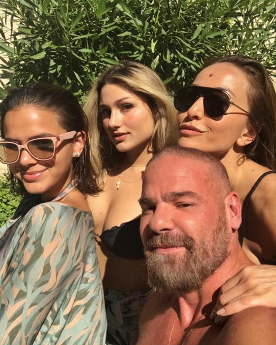 Bruna Marquezine, Sasha e Sabrina Sato curtem dia de sol em Saint-Tropez
