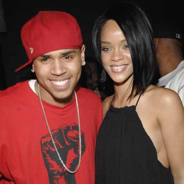 Chris Brown. Foto do site da E! Online que mostra Rihanna e Chris Brown ainda são bons amigos anos após agressão, diz site