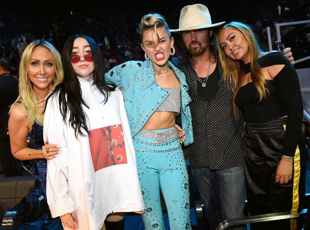 Noah Cyrus, Miley Cyrus, Billy Ray Cyrus, Brandi Cyrus, Tish Cyrus, MTV Video Music Awards 2017, Candid