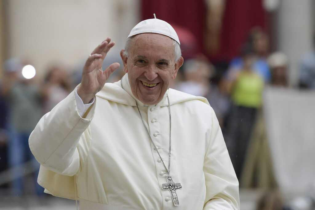 Papa Francisco felicitó a pareja gay que bautizó a sus hijos