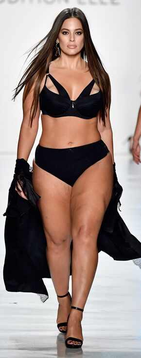 Ashley Graham desfilando en la New York Fashion Week