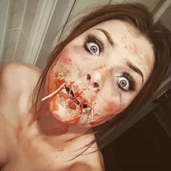 Garota assusta namorado com make de Halloween