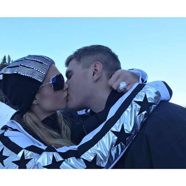 Todo lo que debes saber del anillo de compromiso de Paris Hilton
