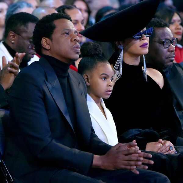 Blue Ivy pide calma a sus papás en los Grammy