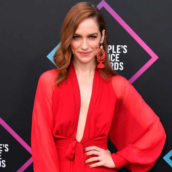 Melanie Scrofano, 2018 Peoples Choice Awards, PCAs, Red Carpet Fashions
