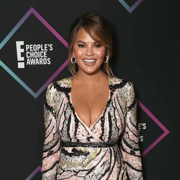 ESC: Chrissy Teigen, 2018 E! People's Choice Awards