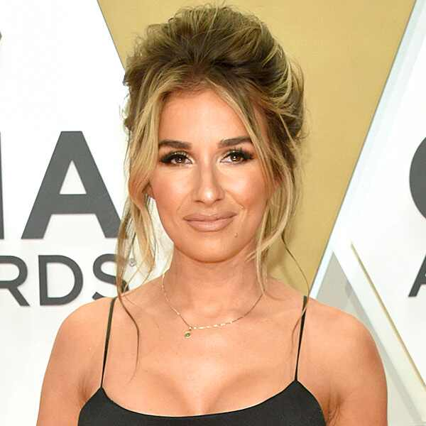 Jessie James Decker, 2019 CMA Awards, Red Carpet Fashion