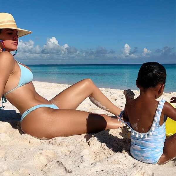 Khloe Kardashian, True Thompson, Beach, Instagram