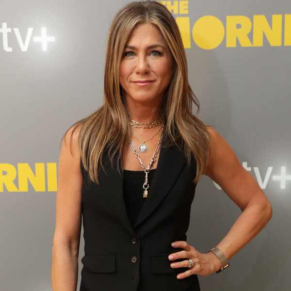 Jennifer Aniston, Dolly Necklace