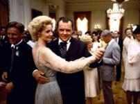 Joan Allen como Pat Nixon