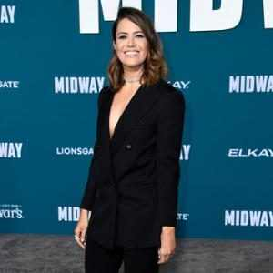 """Mandy Moore Jokes Baby Gus May """"Need Therapy"""" as She Breastfeeds in This Is Us Makeup"""