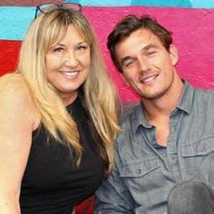 """Tyler Cameron Shares Heartfelt Birthday Message to """"Angel"""" Mom One Year After Her Death"""