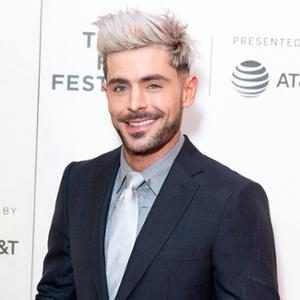 Here's Why This New Photo of Zac Efron Has Captured the Internet's Attention