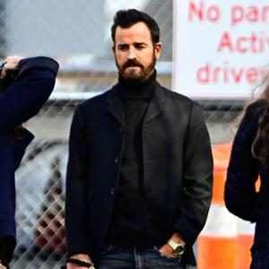 """You've Got to See Justin Theroux's Reaction to Comment About His """"Unfrivolous Jaw"""""""
