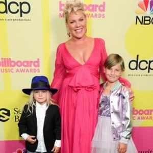 Jameson Moon Hart, P!nk, Willow Sage Hart, 2021 Billboard Music Awards, Billboard Music Awards, Red Carpet Fashions