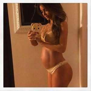 Sarah Stage, Pregnancy, Instagram