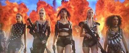 Taylor Swift celebra as nove indicações de Bad Blood no VMA 2015