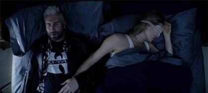 Adam Levine e Behati Prinsloo estrelam clipe de Cold, música do Maroon 5 com Future