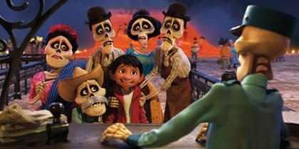 &iexcl;Dale un vistazo m&aacute;s profundo a la Tierra de los Muertos en el nuevo tr&aacute;iler de <em>Coco</em>!
