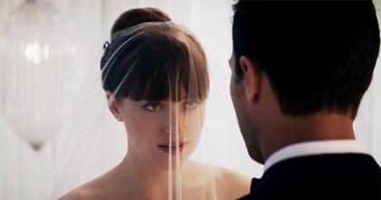 Trailer de 50 Tons de Liberdade mostra casamento de Anastasia e Christian Grey