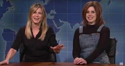Mira cómo Jennifer Aniston llegó a Saturday Night Live para criticar la imitación que hacen de Rachel (+ Video)