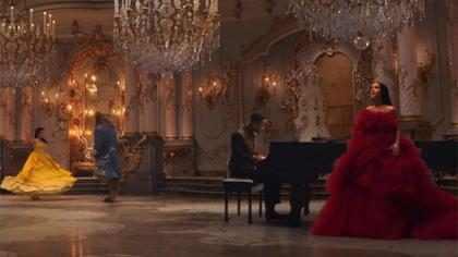 Ariana Grande e John Legend lacram em clipe do tema de A Bela e a Fera