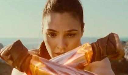 Gal Gadot arrasa como Diana em novo trailer de Mulher-Maravilha
