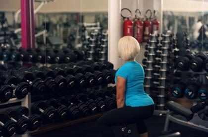 Las mujeres están haciendo este truco en el gimnasio para tener un trasero extra hot