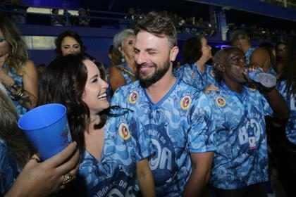 Fernanda Vasconcellos e Cássio Reis reatam namoro e curtem carnaval no Rio
