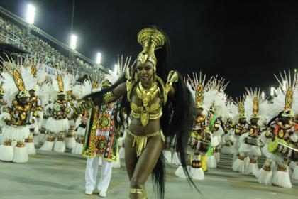 Cris Vianna, Sheron Menezzes e mais musas na segunda noite de desfiles do Rio