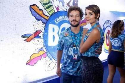 Sophie Charlotte e Daniel de Oliveira aparecem de aliança na Sapucaí