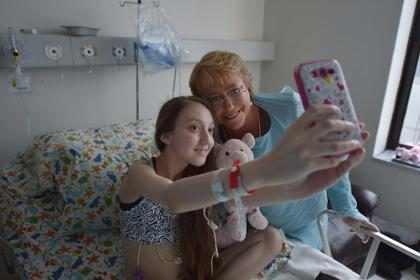 La joven chilena que pidió ayuda para morir, fue visitada por la presidenta de su país (+ Fotos)
