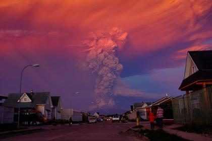 ¡Mira la increíble erupción de un volcán en Chile! (Fotos + Video)