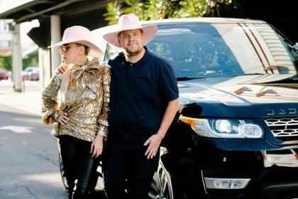 Lady Gaga canta Bad Romance em prévia de karaokê no carro